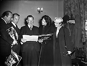 17/06/56<br /> 06/17/1956<br /> 17 July 1956<br /> <br /> Heads at Theatre Royal for Cyril Cusack's production 'Juno and the Paycock'