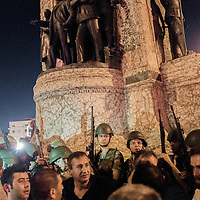 Argument between turkish soldier and protesters.at taksim