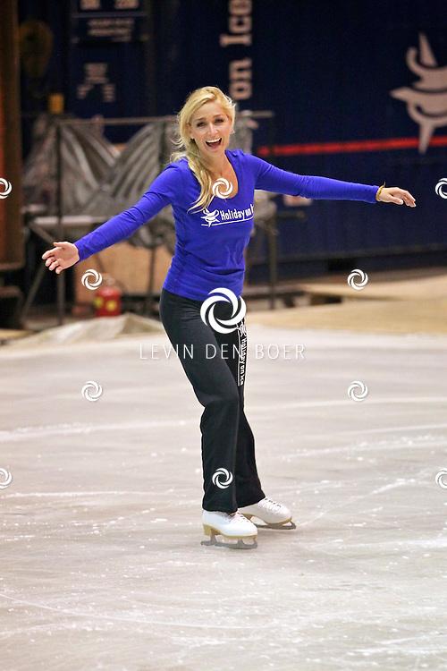 UTRECHT - In het oefenpaleis van Holiday On Ice is zangeres Do bezig met haar oefening voor het aankomend evenement van Holiday On Ice genaamd Energia. Dominique van Hulst, beter bekend als Do zal bij twaalf shows optreden en de 'Energia' - song live ten gehore brengen, ook zingt zij haar grote hit 'Heaven'. FOTO LEVIN DEN BOER - PERSFOTO.NU