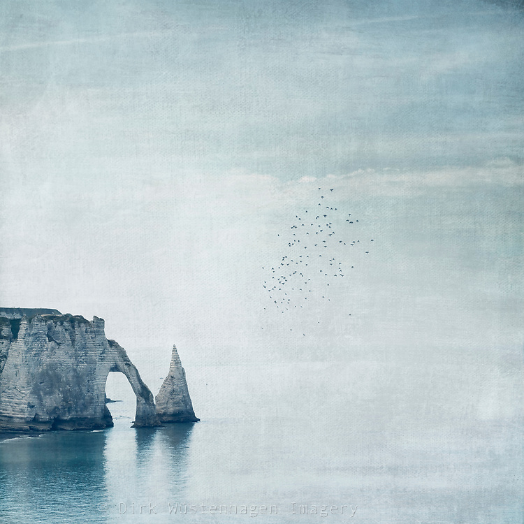 Porte d&rsquo;Aval und Felsen Aiguille, &Eacute;tretat, Normandie, Frankreich<br /> REDBUBBLE Prints: http://rdbl.co/2BG3EGh