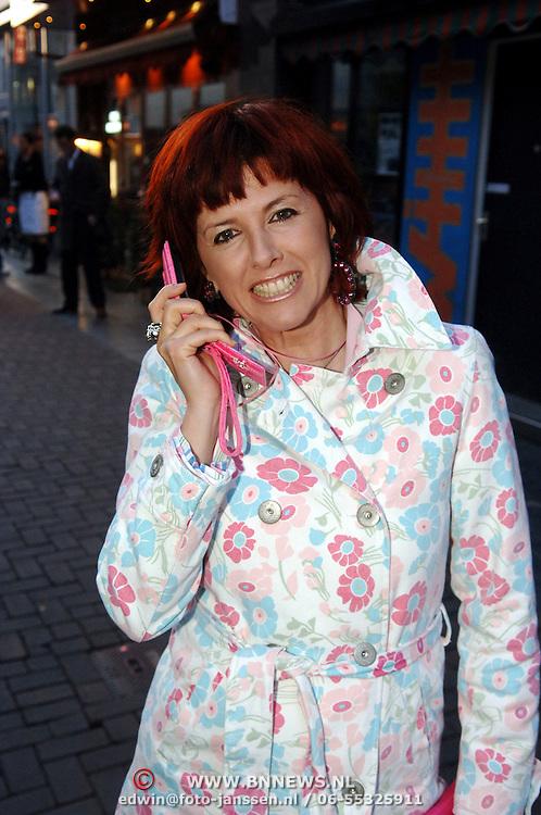 NLD/Amsterdam/20060404 - Presentatie nieuwe Samsung telefoon, Chazia Mourali