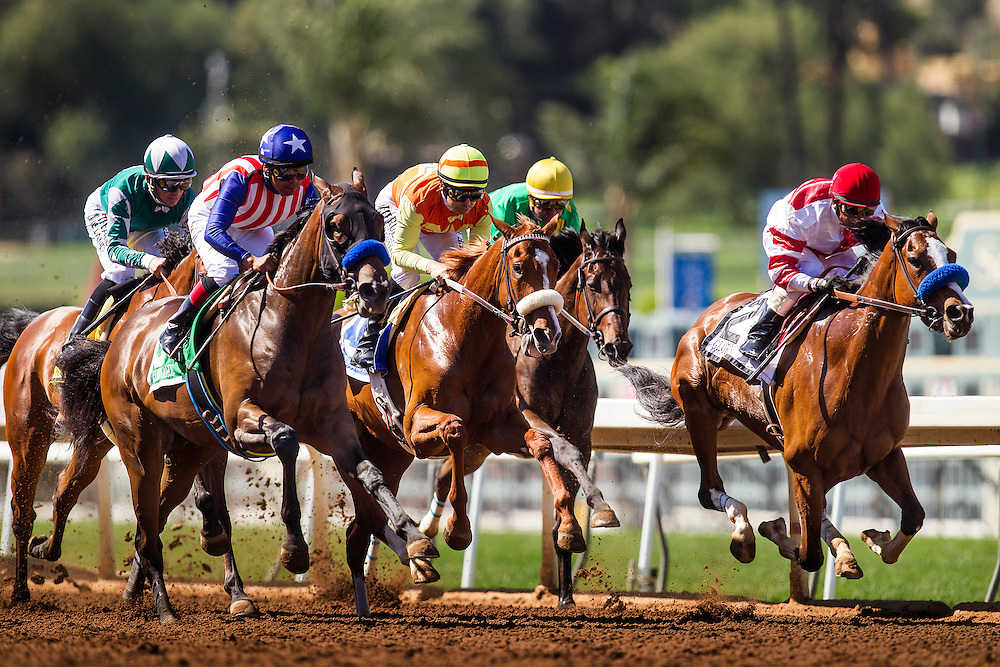 April 04 2015: The field for the Santa Anita Oaks battle for position Santa Anita Park in Arcadia CA. Alex Evers/ESW/CSM