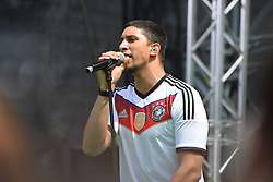 15.07.2014, Brandenburger Tor, Berlin, GER, FIFA WM, Empfang der Weltmeister in Deutschland, Finale, im Bild Andreas Bourani (Ein Hoch auf uns) // during Celebration of Team Germany for Champion of the FIFA Worldcup Brazil 2014 at the Brandenburger Tor in Berlin, Germany on 2014/07/15. EXPA Pictures © 2014, PhotoCredit: EXPA/ Eibner-Pressefoto/ Harzer  *****ATTENTION - OUT of GER*****