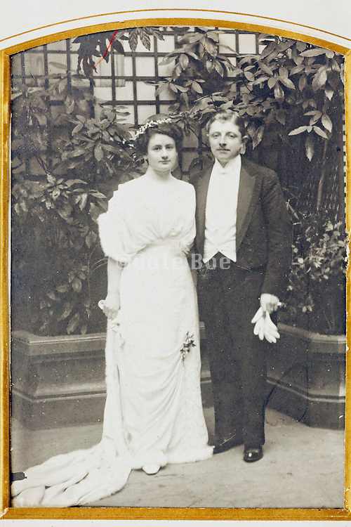1914 wedding photo in album golden passe-partout