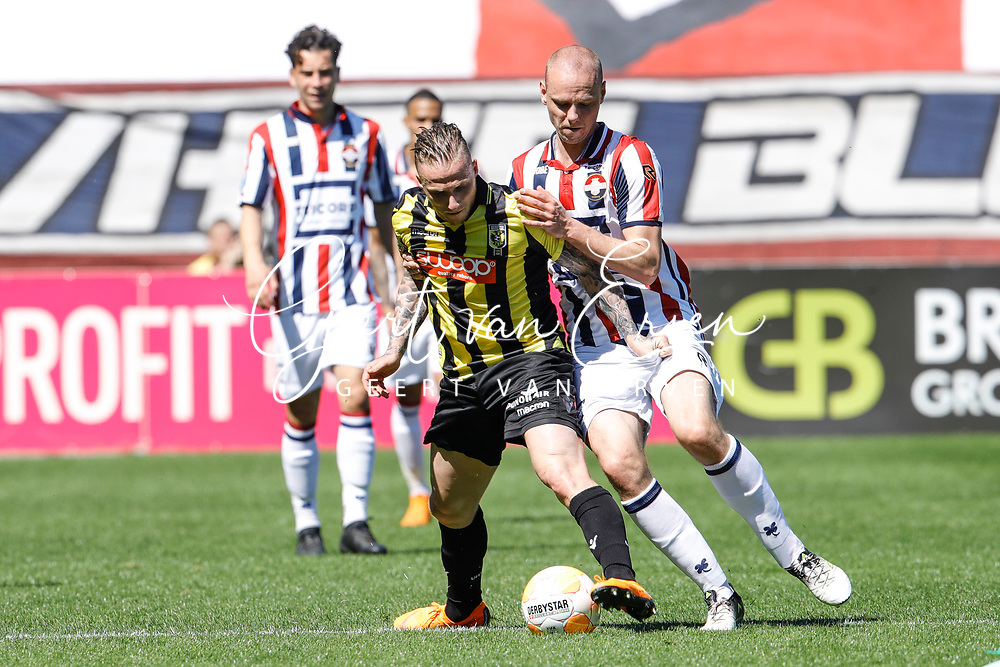 *Alexander Buttner* of Vitesse, *Elmo Lieftink* of Willem II