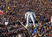 Hopp: Verdenscup WC Hoppuka. 30.12.2001 Oberstdorf, Deutschland,<br />Der Deutsche Sven Hannawald am Sonntag (30.12.2001) beim 1.Springen der Vierschanzentournee in Oberstdorf. <br />Foto: JAN PITMAN, Digitalsport