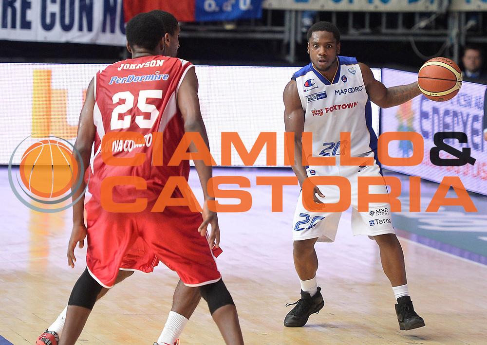 DESCRIZIONE : Cantu' campionato serie A 2013/14 Pallacanestro Cantu' Giorgio Tesi Group Pistoia <br /> GIOCATORE : Joe Ragland<br /> CATEGORIA : palleggio<br /> SQUADRA : Pallacanestro Cantu'<br /> EVENTO : Campionato serie A 2013/14<br /> GARA : Pallacanestro Cantu' Giorgio Tesi Group Pistoia<br /> DATA : 13/10/2013<br /> SPORT : Pallacanestro <br /> AUTORE : Agenzia Ciamillo-Castoria/R. Morgano<br /> Galleria : Lega Basket A 2013-2014  <br /> Fotonotizia : Cantu' campionato serie A 2013/14 Pallacanestro Cantu' Giorgio Tesi Group Pistoia <br /> Predefinita :