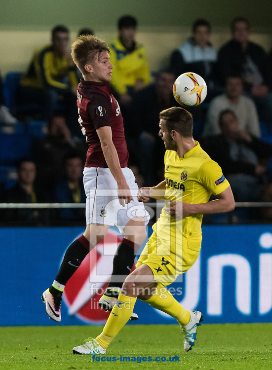 Roberto Soldado of Villarreal CF and Lukas Julis of AC Sparta Prague during the UEFA Europa League quarter final match at Estadio El Madrigal, Villarreal<br /> Picture by Maria Jose Segovia/Focus Images Ltd +34 660052291<br /> 07/04/2016