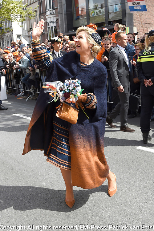 Koningsdag 2017 in Tilburg / Kingsday 2017 in Tilburg<br /> <br /> Op de foto / On the photo:  Koningin Maxima en / Queen Maxima