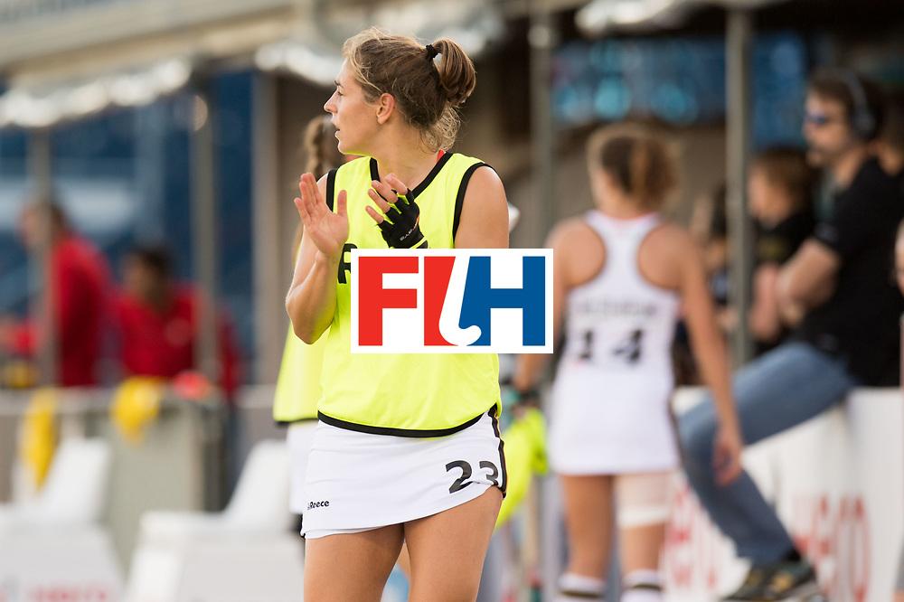 AUCKLAND - Sentinel Hockey World League final women<br /> Match id: 10301<br /> 11 GER v ARG (Pool B)<br /> Foto: Marie M&auml;vers aplaus for her players<br /> WORLDSPORTPICS COPYRIGHT FRANK UIJLENBROEK
