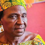 LÉGENDE: Portrait d'Albertine Toulhade, Présidente du centre COFEMAK dans son bureau. LIEU: Centre COFEMAK, Koumra, Tchad. PERSONNE(S): Albertine Toulhade, Reponsable du centre COFEMAK (à gauche).