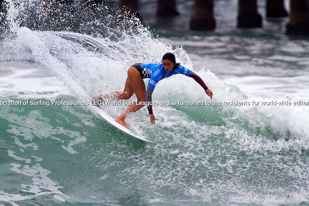 Alessa Quizon (HAW) won her second round heat today and has advanced into the third round at Vans U.S. Open of Surfing.