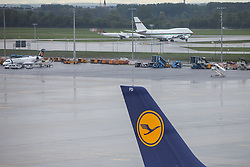 THEMENBILD - Airport Muenchen, Franz Josef Strauß (IATA: MUC, ICAO: EDDM), Der Flughafen Muenchen zählt zu den groessten Drehkreuzen Europas, rund 100 Fluggesellschaften verbinden ihn mit 230 Zielen in 70 Laendern, im Bild Seitenruder einer Lufthansa Maschine mit Logo, dahinter  Flugzeuge in der Warteschleife // THEME IMAGE, FEATURE - Airport Munich, Franz Josef Strauss (IATA: MUC, ICAO: EDDM), The airport Munich is one of the largest hubs in Europe, approximately 100 airlines connect it to 230 destinations in 70 countries. picture shows: Rudder of a Lufthansa plane with logo, behind aircraft in the queue, Munich, Germany on 2012/05/06. EXPA Pictures © 2012, PhotoCredit: EXPA/ Juergen Feichter