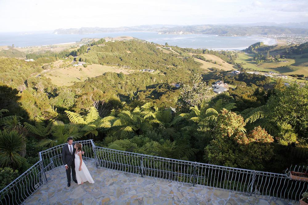 coromandel wedding photos nick & narelle's wedding at Cooks Beach & Villa Toscana Whitianga by fleaphotos