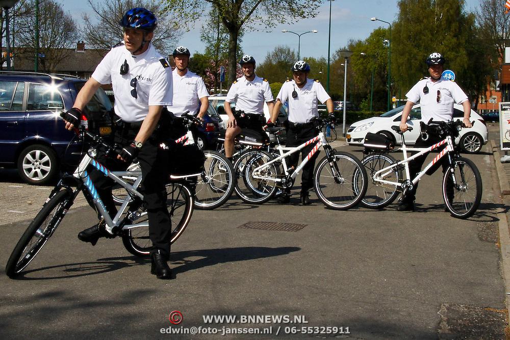 NLD/Huizen/20100427 - Niewue fietsen voor de fietssurveillance van de politie Gooi en Vechtstreek