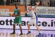 DESCRIZIONE : Cantu' campionato serie A 2013/14 Acqua Vitasnella Cantu' Montepaschi Siena<br /> GIOCATORE : Othello Hunter<br /> CATEGORIA : controcampo<br /> SQUADRA : Montepaschi Siena<br /> EVENTO : Campionato serie A 2013/14<br /> GARA : Acqua Vitasnella Cantu' Montepaschi Siena<br /> DATA : 24/11/2013<br /> SPORT : Pallacanestro <br /> AUTORE : Agenzia Ciamillo-Castoria/R.Morgano<br /> Galleria : Lega Basket A 2013-2014  <br /> Fotonotizia : Cantu' campionato serie A 2013/14 Acqua Vitasnella Cantu' Montepaschi Siena<br /> Predefinita :
