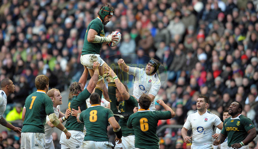 © SPORTZPICS / SECONDS LEFT IMAGES 2010 - Rugby Union - Investec  Internationals  - England v South Africa - 27/11/10 - South Africa's Victor Matfield beats Tom Palmer to lineout ball - at Twickenham Stadium UK -  All rights reserved
