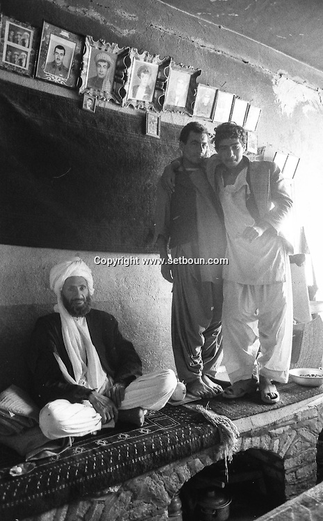Afghanistan. Herat. after the coup díetat of the communist party against general president Daoud / daily life in the streets     / apres le coup díetat du parti communiste contre Daoud, Scenes de rues a  Herat /    nb 24292 2 / L0055640