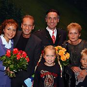 Sound of Music, Maaike Widdershoven, Hugo Haenen met Ron boszhard, vrouw Gaby Weel en kinderen