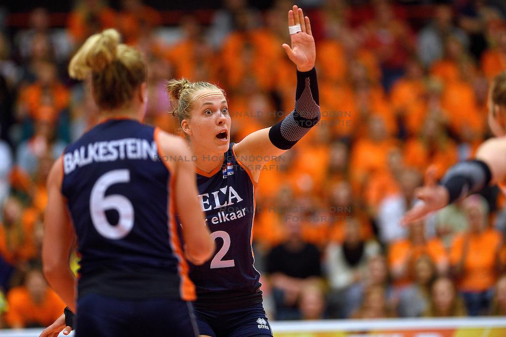 16-09-2015 NED: Oefeninterland Nederland - Brazilie, Amsterdam<br /> Brazilie wint vrij eenvoudig met 3-0 van Nederland / Femke Stoltenborg #2