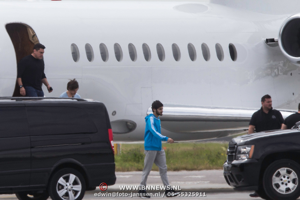 NLD/Schiphol/20140624 - Aankomst van de popgroep One Direction op Schiphol<br /> <br /> Arrival of the popgroup One Direction on Schiphol airport the Netherlands