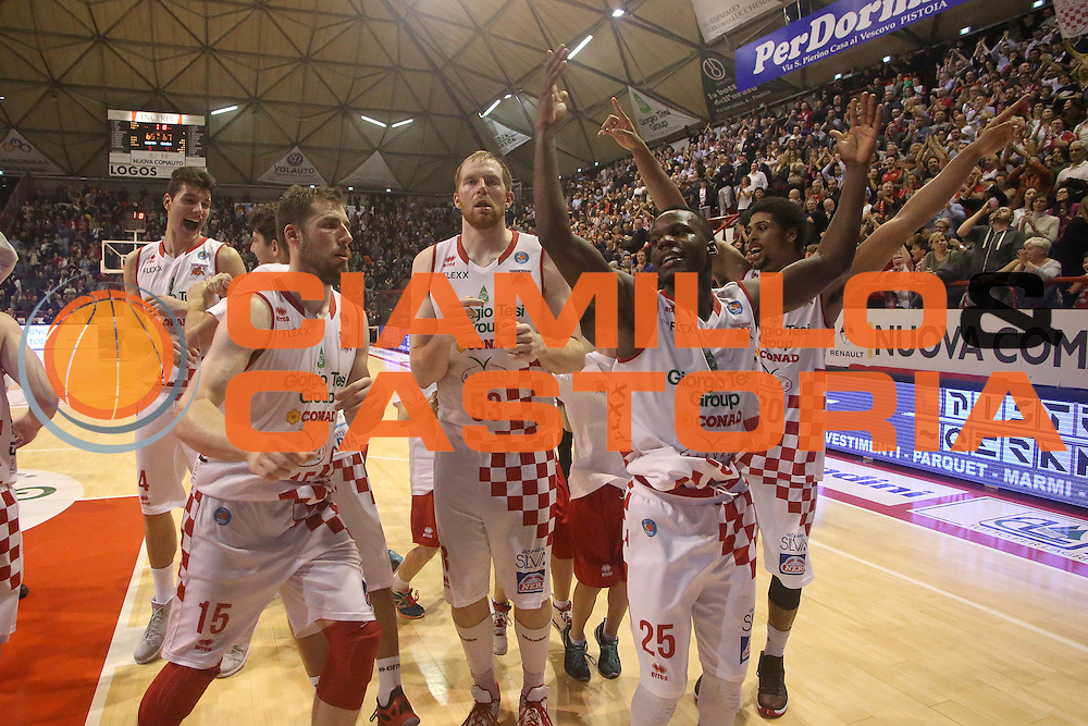 DESCRIZIONE : Campionato 2015/16 Giorgio Tesi Group Pistoia - Openjobmetis Varese<br /> GIOCATORE : Team Pistoia<br /> CATEGORIA : Esultanza<br /> SQUADRA : Giorgio Tesi Group Pistoia<br /> EVENTO : LegaBasket Serie A Beko 2015/2016<br /> GARA : Giorgio Tesi Group Pistoia - Openjobmetis Varese<br /> DATA : 13/12/2015<br /> SPORT : Pallacanestro <br /> AUTORE : Agenzia Ciamillo-Castoria/S.D'Errico<br /> Galleria : LegaBasket Serie A Beko 2015/2016<br /> Fotonotizia : Campionato 2015/16 Giorgio Tesi Group Pistoia - Openjobmetis Varese<br /> Predefinita :