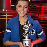 NLD/Hilversum/20140221 - Finale The Voice Kids 2014, winnaar Ayoub Haach met zijn award