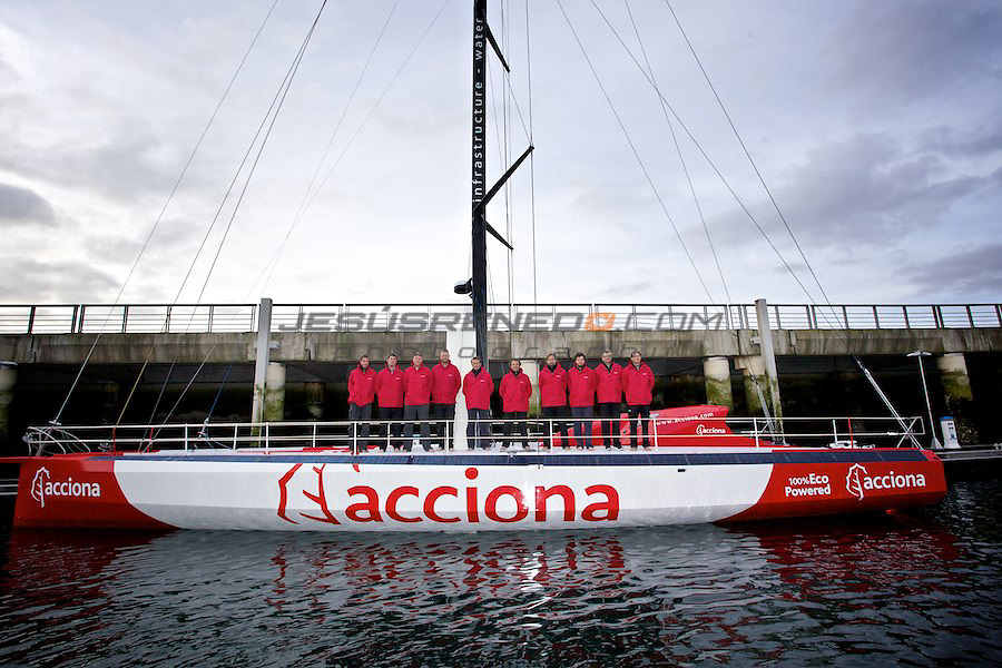 Imoca 60 ACCIONA..Marine du chateau,Brest,France.The crew is tunning the boat up, getting ready for the first sailing tests.