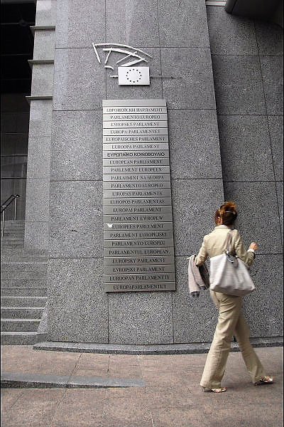 Belgie, Brussel, 28-7-2011Gebouw van het Europees parlement. In alle talen van de aangesloten landen is dit aangegeven.Foto: Flip Franssen/Hollandse Hoogte