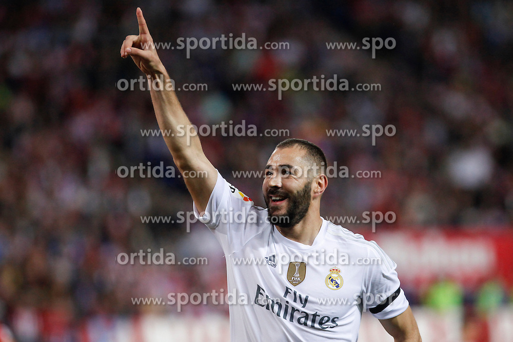 04.10.2015, Estadio Vicente Calderon, Madrid, ESP, Primera Division, Atletico Madrid vs Real Madrid, 7. Runde, im Bild Real Madrid&acute;s Karim Benzema celebrates after scoring a goal // during the Spanish Primera Division 7th round match between Atletico Madrid and Real Madrid at the Estadio Vicente Calderon in Madrid, Spain on 2015/10/04. EXPA Pictures &copy; 2015, PhotoCredit: EXPA/ Alterphotos/ Victor Blanco<br /> <br /> *****ATTENTION - OUT of ESP, SUI*****