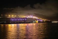Auckland-Harbour bridge puts on colour face