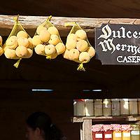 Detalle de puesto de venta de dulces y frutas, Galipán, Estado Vargas, Venezuela.