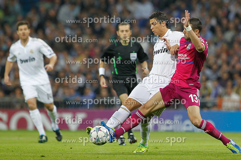 18.10.2011, Santiago Bernabeu Stadion, Madrid, ESP, UEFA CL, Gruppe D, Real Madrid (ESP) vs Olympique Lyon (FRA), im Bild Real Madrid's Cristiano Ronaldo and Olympique Lyonaise' Anthony Revelliere // during UEFA Champions League group D match between Real Madrid (ESP) and Olympique Lyon (FRA) at City of Santiago Bernabeu Stadium, Madrid, Spain on 18/10/2011. EXPA Pictures © 2011, PhotoCredit: EXPA/ Alterphoto/ Cesar Cebolla +++++ ATTENTION - OUT OF SPAIN/(ESP) +++++