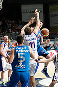 DESCRIZIONE : Cantu Campionato Lega A 2011-12 Bennet Cantu Novipiu Casale Monferrato<br /> GIOCATORE : Matt Janning<br /> CATEGORIA : Passaggio<br /> SQUADRA : Novipiu Casale Monferrato<br /> EVENTO : Campionato Lega A 2011-2012<br /> GARA : Bennet Cantu Novipiu Casale Monferrato<br /> DATA : 06/04/2012<br /> SPORT : Pallacanestro<br /> AUTORE : Agenzia Ciamillo-Castoria/G.Cottini<br /> Galleria : Lega Basket A 2011-2012<br /> Fotonotizia : Cantu Campionato Lega A 2011-12 Bennet Cantu Novipiu Casale Monferrato<br /> Predefinita :