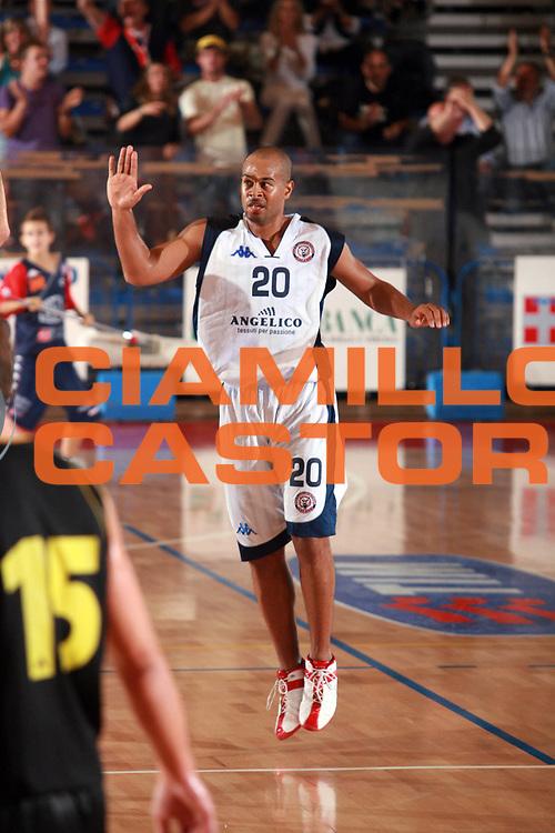 DESCRIZIONE : Biella Lega A1 2008-09 Amichevole Angelico Biella Aris Salonicco<br /> GIOCATORE : Joe Smith<br /> SQUADRA : Angelico Biella<br /> EVENTO : Campionato Lega A1 2008-2009 <br /> GARA : Angelico Biella Aris Salonicco<br /> DATA : 17/09/2008 <br /> CATEGORIA : Esultanza<br /> SPORT : Pallacanestro <br /> AUTORE : Agenzia Ciamillo-Castoria/S.Ceretti