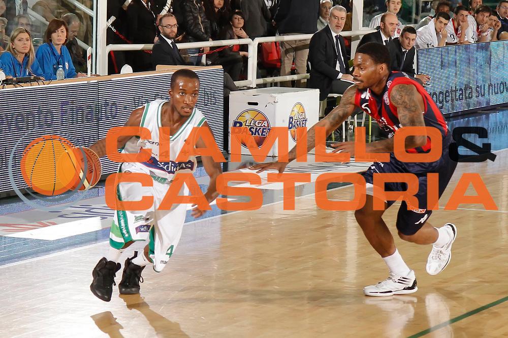 DESCRIZIONE : Avellino Lega A 2011-12 Sidigas Avellino Angelico Biella<br /> GIOCATORE : Marques Green<br /> SQUADRA : Sidigas Avellino<br /> EVENTO : Campionato Lega A 2011-2012<br /> GARA : Sidigas Avellino Angelico Biella<br /> DATA : 25/03/2012<br /> CATEGORIA : palleggio<br /> SPORT : Pallacanestro<br /> AUTORE : Agenzia Ciamillo-Castoria/A.De Lise<br /> Galleria : Lega Basket A 2011-2012<br /> Fotonotizia : Avellino Lega A 2011-12 Sidigas Avellino Angelico Biella<br /> Predefinita :