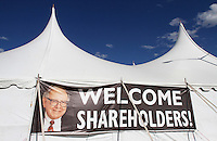 A sign featuring a photo of Chairman Warren Buffett welcomes Berkshire Hathaway shareholders to a picnic during the BH annual meeting in Omaha, Nebraska April 30, 2011. REUTERS/Rick Wilking  (UNITED STATES)