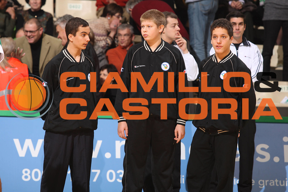 DESCRIZIONE : Siena Lega A1 2008-09 Montepaschi Siena Scavolini Spar Pesaro<br /> GIOCATORE : Arbitri Baby Referees<br /> SQUADRA : Montepaschi Siena <br /> EVENTO : Campionato Lega A1 2008-2009<br /> GARA : Montepaschi Siena Scavolini Spar Pesaro<br /> DATA : 21/12/2008<br /> CATEGORIA : Arbitri Referees Baby<br /> SPORT : Pallacanestro<br /> AUTORE : Agenzia Ciamillo-Castoria/G.Ciamillo