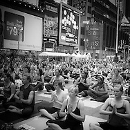 New york - Times square ,MIND OVER MADNESS YOGA On Tuesday, June 21st, yoga enthusiasts celebrated the longest day of the year with an all day yoga fest. Attendees were challenged to find tranquility and transcendence in the midst of the world's most commercial and frenetic place, Times Square.