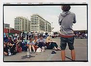 Proteste contro il summit del G8, Genova luglio 2001. Piazzale Kennedy, 19 luglio. Manifestanti appena arrivati in città.