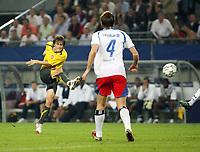 Photo: Chris Ratcliffe.<br /> Hamburg v Arsenal. UEFA Champions League, Group G. 13/09/2006.<br /> Tomas Rosicky of Arsenal scoring the second goal.