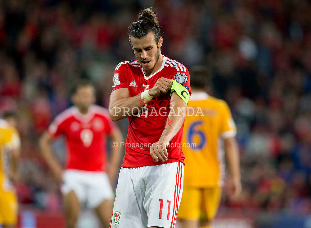 CARDIFF, WALES - Monday, September 5, 2016: Wales' Gareth Bale adjusts his captains armband during the 2018 FIFA World Cup Qualifying Group D match against Moldova at the Cardiff City Stadium. (Pic by Paul Currie/Propaganda)