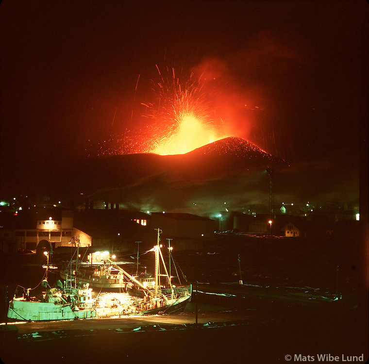 Heimaey eldgos. Fiskiskip við bryggju..Heimaey eruption march 1973.