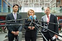 """05 JUN 2012, BERLIN/GERMANY:<br /> Philipp  Roesler, FDP, Bundeswirtschaftsminister, Ursula von der Leyen, CDU, Bundesarbeitsministerin, Frank-Juergen Weise, Vorsitzender des Vorstandes der Bundesagentur für Arbeit, (v.L.n.R.), Beantworten Journalistenfargen nach der Pressekonferenz """"Wer kann die Arbeit von Morgen leisten? Auftakt einer gemeinsamen Fachkraefteoffensive"""", Atrium, Bundespressekonferenz<br /> IMAGE: 20120605-02-145<br /> KEYWORDS: Philipp Rösler, Frank-Jürgen Weise"""