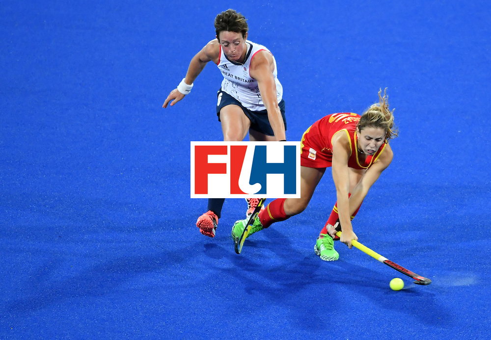 Britain's Hannah Macleod (L) vies with Spain's Alicia Magaz during the women's quarterfinal field hockey Britain vs Spain match of the Rio 2016 Olympics Games at the Olympic Hockey Centre in Rio de Janeiro on August 15, 2016. / AFP / Pascal GUYOT        (Photo credit should read PASCAL GUYOT/AFP/Getty Images)