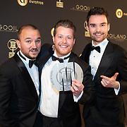 NLD/Hilversum/20200130 - Uitreiking De Gouden RadioRing 2020, Bas Louissen, Chris Bergstrom en Domien Verschuuren met de Marconi Online Award