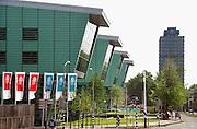 Nederland, Nijmegen, 3-5-2007..Het nieuwe huygensgebouw van de radboud universiteit,ru, waar de beta studies gehuisvest zijn. Op 8 mei zal het door de koningin geopend worden. Op de achtergrond het Erasmus gebouw waar o.a. letteren in zit...Foto: Flip Franssen