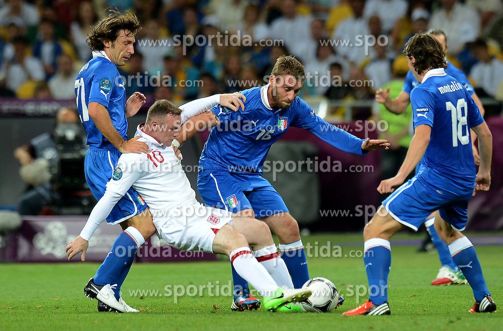 24.06.2012, Olympia Stadion, Kiew, UKR, UEFA EURO 2012, England vs Italien, Viertelfinale, im Bild Andrea PIRLO, Daniele DE ROSSI (Italia), Wayne ROONEY (Inghilterra) // during the UEFA Euro 2012 Quarter Final Match between Enland and Italy at the Olympic Stadium, Kiev, Ukraine on 2012/06/24. EXPA Pictures © 2012, PhotoCredit: EXPA/ Insidefoto/ Alessandro Sabattini..***** ATTENTION - for AUT, SLO, CRO, SRB, SUI and SWE only *****