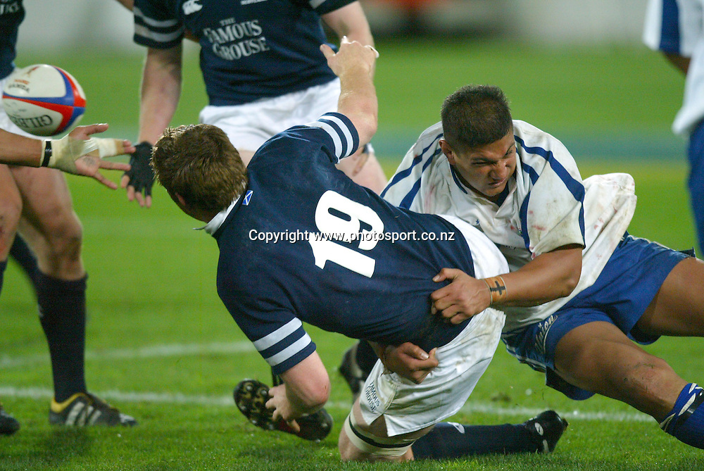 John Petrie of Scotland off loads a pass during the Rugby Union match between Scotland and Manu Samoa at Westpac Stadium, Wellington, New Zealand, on Saturday 4 June, 2004. Scotland won the match 38-3. Photo: Marty Melville/PHOTOSPORT<br /><br /><br />124357