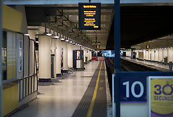 © Licensed to London News Pictures. 10/01/2017. London, UK. Empty platforms at Victoria Station as a second round of strikes by Southern Rail train drivers starts. Photo credit: Peter Macdiarmid/LNP